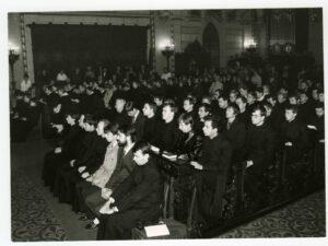 Prvním oficiálním aktem obnovené Cyrilometodějské bohosloveské fakulty byla slavnostní bohoslužba k Duchu Svatému v olomoucké katedrále dne 8. října 1990