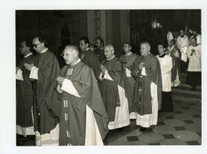 Hlavním celebrantem této bohoslužby byl olomoucký arcibiskup Mons. František Vaňák, obnovitel fakulty a jejího života