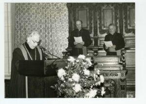 Prvním děkanem fakulty se stal slavista prof. Vojtěch Tkadlčík (1915–1997), který se mimořádně zasloužil i o její obnovu.