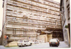 Rok 1992 znamenal důkladné obnovy fakultní budovy a její fasády.